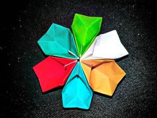 Паперовий квіточку своїми руками з об'ємних лепесточков