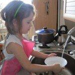 Допомагаємо мамі? перші уроки домашнього господарства для дітей / Дошкільнята