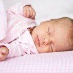 Скільки повинна спати дитина / Малюки