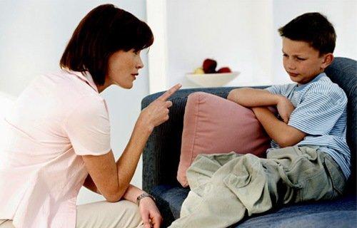 Мама карає сина – як зробити правильно?