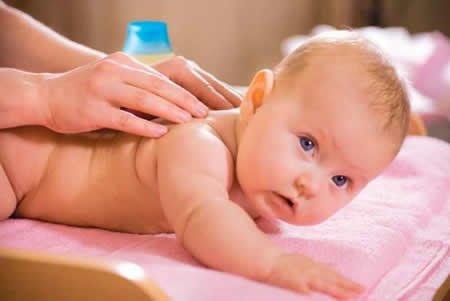 Масаж немовляти: весело, приємно і дуже корисно!