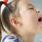 Перші ознаки і симптоми кашлюку у дітей