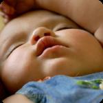 Коли дитина починає спати всю ніч?