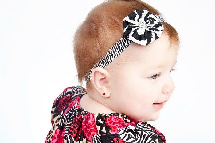 Коли краще проколювати вуха дитині (дівчинці)?