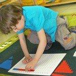 Заняття з Монтессорі: цифри з шорсткою папери
