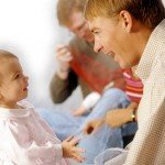 Коли (у скільки) дитина починає говорити?