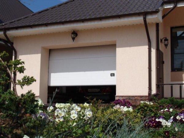 Переваги автоматичних воріт в заміському будинку або гаражі