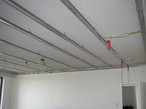 Правильний кріплення гіпсокартону до стелі