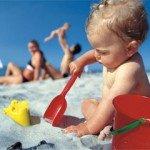 Як відпочивати з немовлям влітку
