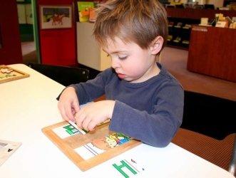 дитина , аутизм, малюк, батько, діти з аутизмом, вік, або, може, звичайний, поведінку, розвиток, випадок, погляд, увага, все, діагностувати, гра, грати, воно, особливість, ранній, аутична, важливий, лікар, демонструвати , діагностика, діагностувати аутизм